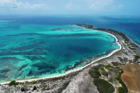 Caribbean sea, Los Roques, Venezuela: vacation on the blue sea and paradisiac beach. Vacation travel. Travel destination. Tropical travel. Great beach scenery. Beautiful landscape.