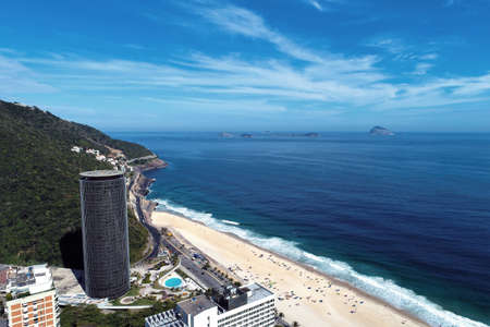 Aerial view of Barra da Tijuca's Beach, Rio de Janeiro city in the sunny day, Brazil. Great landscape. Vacation travel. Travel destination. Tropical travel. 新聞圖片
