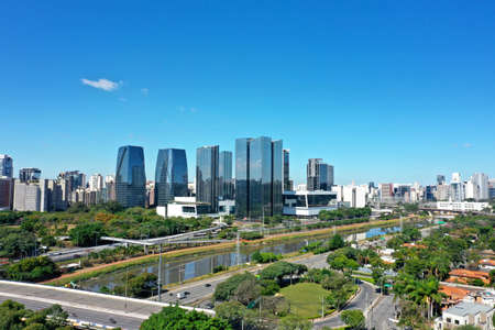 Panoramic view of city life scene in the sunny day. Cityscape scenery. Great landscape 新聞圖片