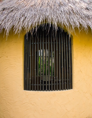 rood: soil wall with bamboo window