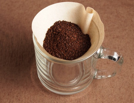 papel filtro: Preparaci�n de la cosecha de caf� de filtro de papel Grinded