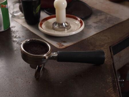 hot temper: Caf� en el portafiltro y de manipulaci�n para la m�quina de espresso