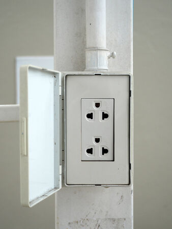 receptacle: electrical receptacle plug connection box
