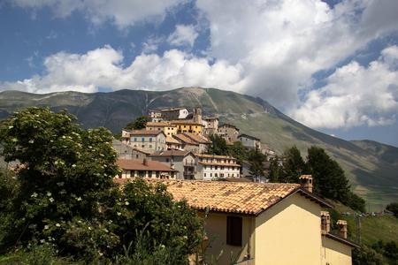 Series of roofs in Castelluccio di Norcia, Italy Imagens