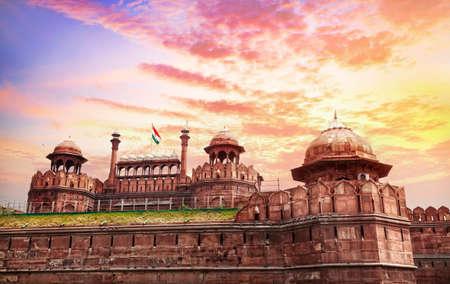 古いデリー、インドでインドの国旗とレッド フォートのラホール門 写真素材