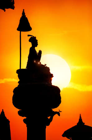 kathmandu: Bhupatindra Malla king column silhouette on Durbar square at sunset in Bhaktapur, Kathmandu valley, Nepal Stock Photo