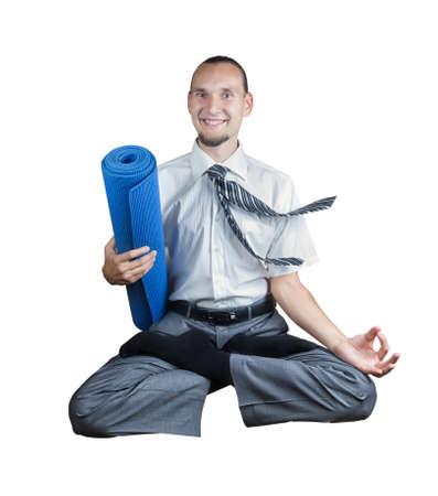 levitacion: Empresario celebraci�n estera de yoga y hacer levitaci�n en posici�n de loto aisladas sobre fondo blanco