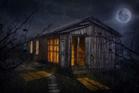 月の夜空に輝く windows と農村の家