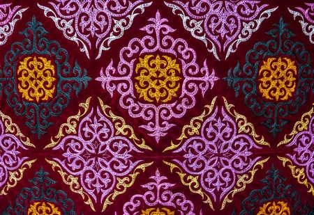 Ethnic modello orientale sulla tela al mercato asiatico Archivio Fotografico - 38336865
