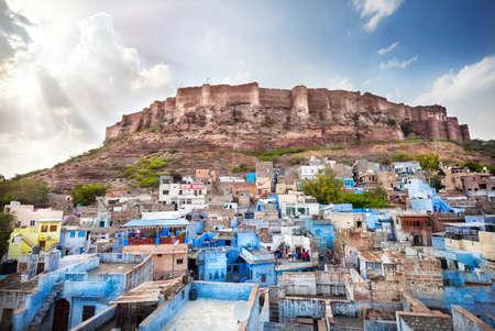 ブルーの街、ジョドパーズ、ラージャス ターン州、インドに夕焼けの丘のメヘラン ガール城塞
