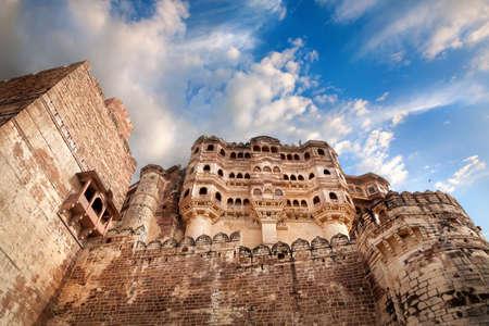 メヘラン ガール城塞ジョドパーズ、ラージャス ターン州、インドの青い空に