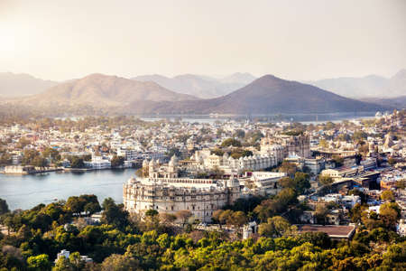 lake  pond  trees: Lake Pichola with City Palace view in Udaipur, Rajasthan, India Stock Photo