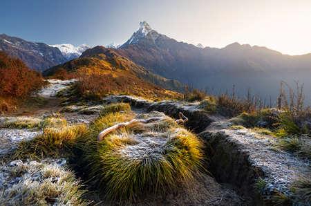 Mooi landschap van Himalayagebergte Berg Fishtail Machapuchare in Mardi Himal treck, Nepal