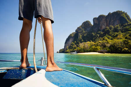 Man remove anchor on speedboat on the tropical islands in Andaman Sea, Thailand Standard-Bild