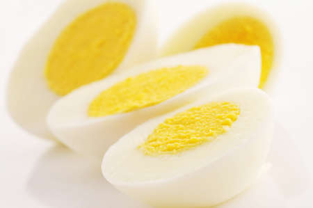 Gekochte Eier auf weißem Hintergrund Lizenzfreie Bilder
