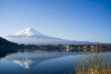 Mt. Fuji Blick vom See Lizenzfreie Bilder