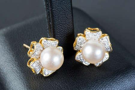 pearls earrings photo