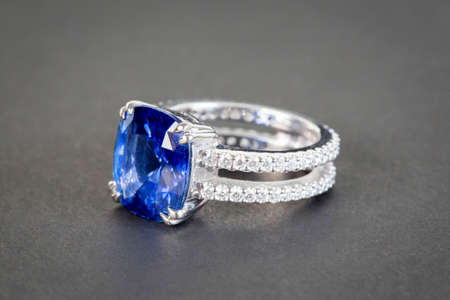 Diamant-Ring Standard-Bild - 26082188