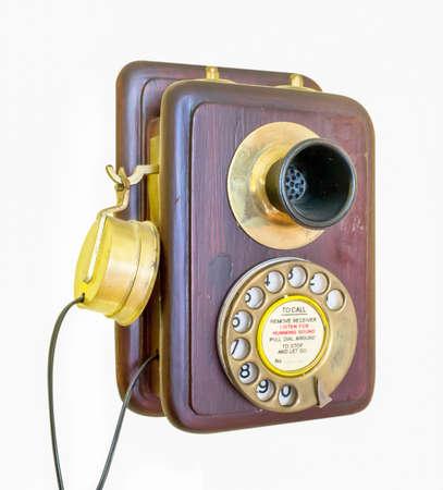 hand crank: Tel�fono antiguo con manivela aislado en blanco