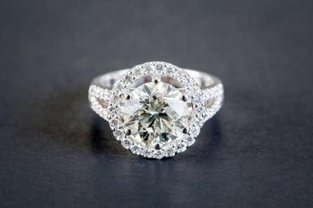 Hochzeit Diamantringe Standard-Bild - 31332235