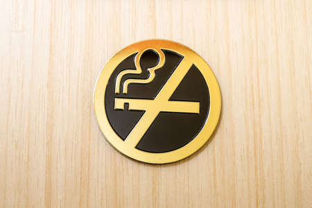 pernicious habit: No smoking sign on wooden background