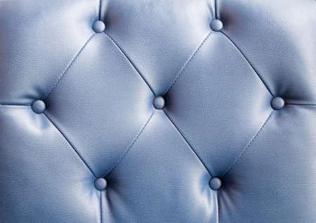 blue leather sofa: Primo piano di struttura di epoca scuro divano in pelle blu di sfondo Archivio Fotografico
