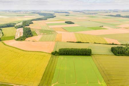 Luftbild Bereich der Landwirtschaft und Dorf Standard-Bild - 41549932