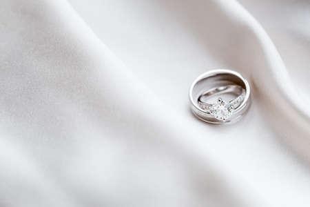 cérémonie mariage: Bagues de mariage Banque d'images