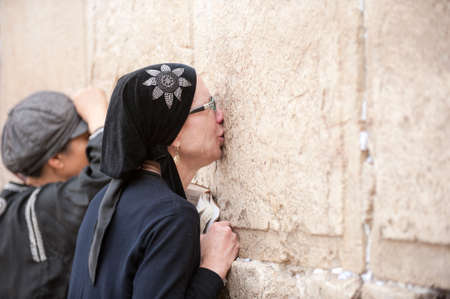 sephardi: lady jew at the wailing western wall, jerusalem, israel