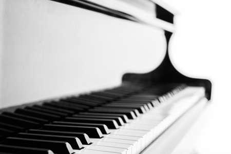 sfondo tastiera del pianoforte con fuoco - filtro d'epoca