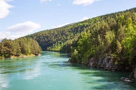 tonto: lago de montaña en Noruega