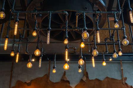 Lampe Dekoration im Restaurant Standard-Bild - 96228136