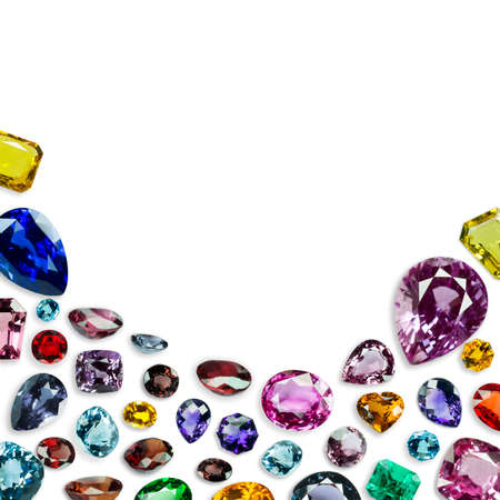 diamante e gemme luminose su sfondo bianco
