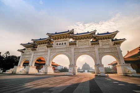 The main gate of National Taiwan Democracy Memorial Hall in Taipei ( National Chiang Kai-shek Memorial Hall ) , Taiwan