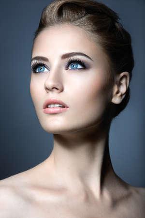Beautiful girl with a light Nude makeup and blond hair. Beauty face. Standard-Bild