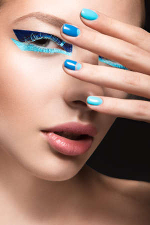 Beautiful girl with bright creative fashion makeup and blue nail polish. Art beauty nail design. Picture taken in the studio. Stok Fotoğraf - 42210336