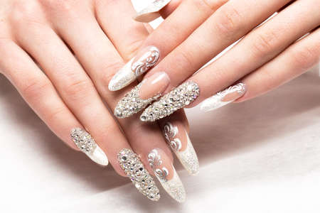 Beautifil wedding manicure for the bride in gentle tones with rhinestone. Nail Design. Close-up. Imagens