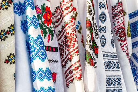 유색 인종의 세부 사항, 루마니아 전통 의상 스톡 콘텐츠 - 85471110