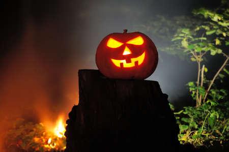 jack o' lantern: Jack O Lantern Halloween pumpkins in darkness