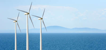 에코 파워. 전기를 생성하는 바람 터빈 스톡 콘텐츠 - 42703034