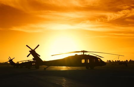 silhouette of military helicopter Imagens