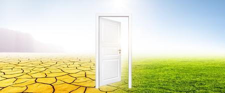 Door in Landscape Banque d'images - 115924275