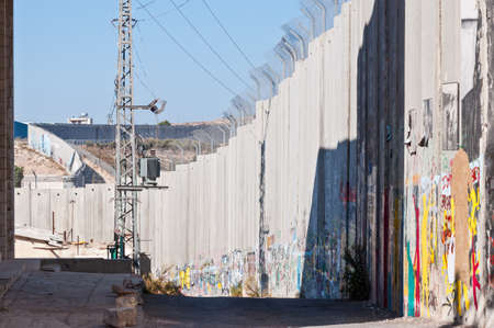 The Israeli separation wall juts into the Palestinian West Bank town of Bethlehem Stock fotó