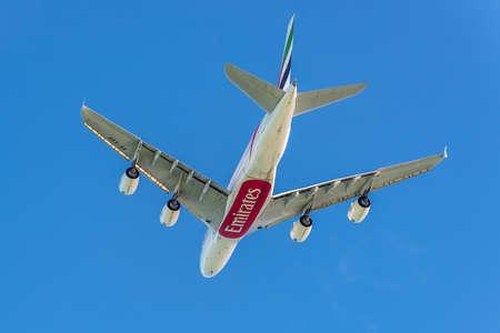 プレザンス、モーリシャス - 2015 年 12 月 27 日: ドバイ - アラブ首長国連邦 (DXB) 国際サー シーウーサガー ラングーラム国際空港 (MRU) プレザンス、モーリシャスと飛んでから離陸をエミレーツ航空のエアバス A380-841 航空機。Airbu