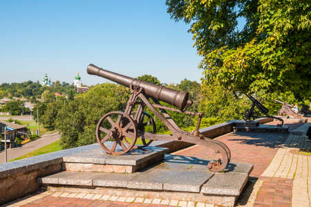 rus: Old cast-iron cannon stands on a pedestal in a city park in Chernigov, Ukraine. Chernihiv is one of oldest cities of Kievan Rus.