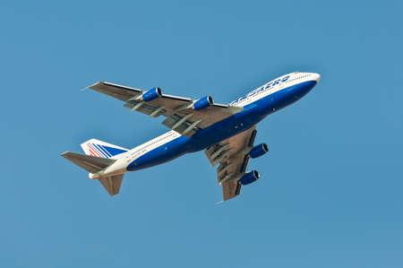 Sharm El Sheikh, Ägypten - 28. November 2010: Boeing 747-200 Transaero Airlines, die nach Start vom internationalen Flughafen Sharm El Sheikh (SSH), Ägypten am 28. November 2010 klettern. Transaero ist eine Fluglinie mit seinem Hauptquartier aufgrund Domodedow