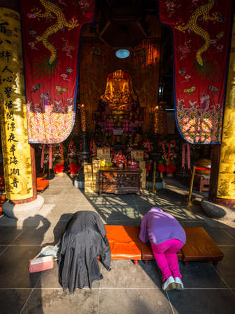 knelt: Suzhou, China - October 23,2016: Believers praying in the Buddhist Baoen Temple (Beisi Temple or North Temple Pagoda) in Suzhou, Jiangsu Province, China. Editorial
