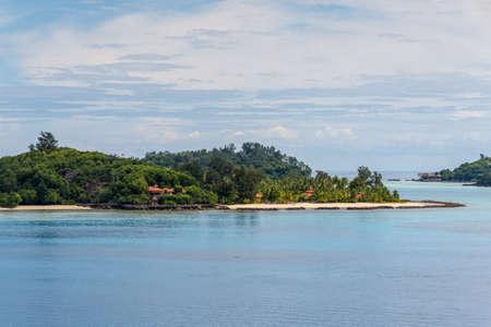 Uitzicht op de stranden van het Nationaal Park Sainte Anne Marine, Seychellen, Indische Oceaan, Oost-Afrika Stockfoto - 76535064