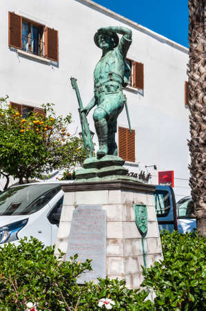 Gibraltar, UK - May 18, 2017: Monument to the Gibraltar Volunteer Corps, the Gibraltar Defence Force and the Gibraltar Regiment Second World War, Gibraltar, United Kingdom, Western Europe. Banque d'images - 107889604