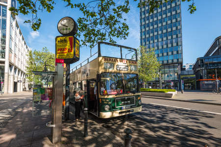 Berlin, Germany - May 27, 2017: Hop-on Hop-off sightseeing bus Berlin City Tour in the city street waiting for tourists at a stop in Berlin, Germany. Banco de Imagens - 111544133